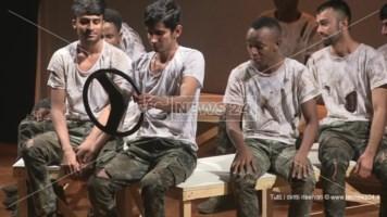 Migranti in scena nell'ambito di un progetto pilota unico nel Sud Italia