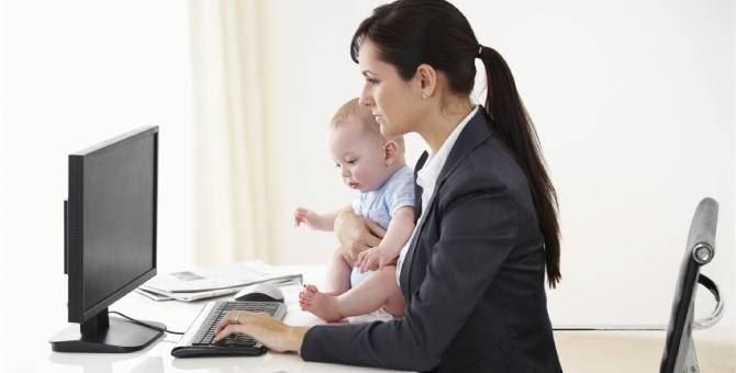 Orari inconciliabili e strutture costose, madri lavoratrici troppo penalizzate