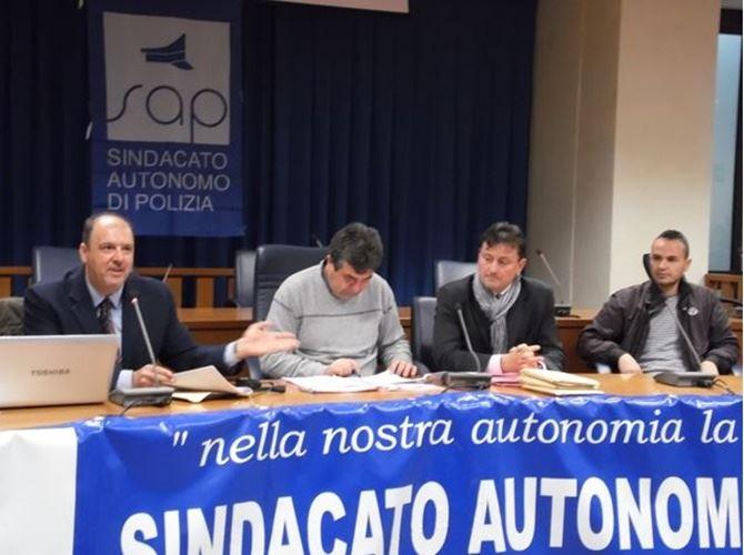 Il segretario Michele Granatiero (il primo a sinistra) durante i lavori congressuali