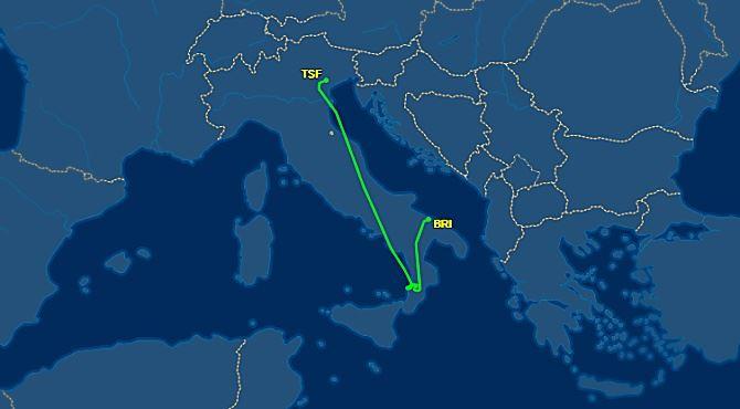 Il volo Treviso-Lamezia dirottato a Bari