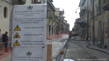 Soverato, lavori lumaca sul corso: protestano i commercianti
