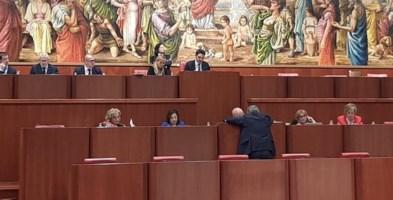 """Consiglio paralizzato, Oliverio non riesce ad approvare neppure il """"default"""""""