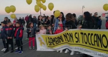 «I bambini non si toccano»: l'urlo delle mamme dei bimbi dell'asilo degli orrori