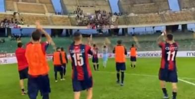 Gli uomini di Modica salutano i tifosi in trasferta