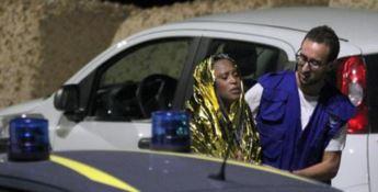 Naufragio a Lampedusa, è strage: recuperati 13 corpi. Tra i dispersi anche 8 bambini