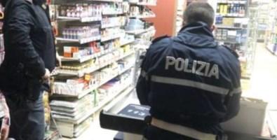 Ruba dentifricio in un supermercato, muore d'infarto all'arrivo della polizia