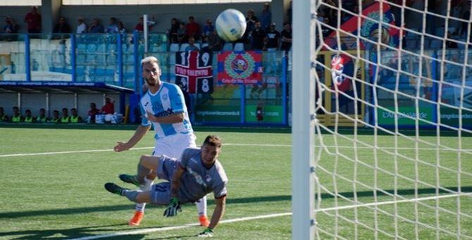 Uno dei gol subiti dalla Vibonese - Foto Solazzo