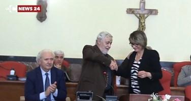 La cerimonia di consegna della cittadinanza onoraria all'archeologo Arslan