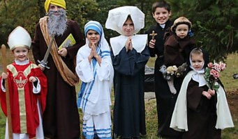 Bimbi vestiti da santi