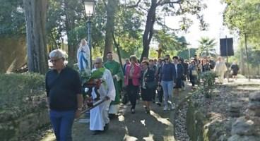 La statua della Madonna posizionata a Villa Gagliardi