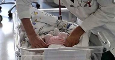 Neonata in culla