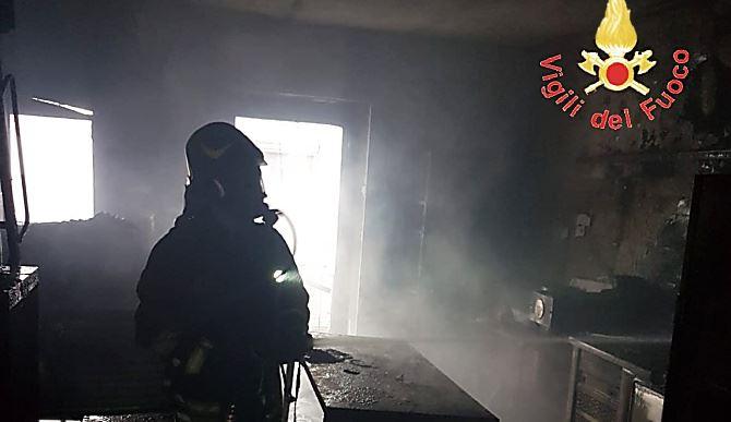 Incendio pasticceria a Sersale