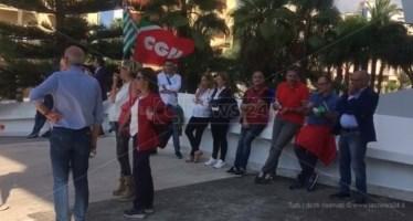Protestano i lavoratori Corap: «La politica si metta una mano sulla coscienza»