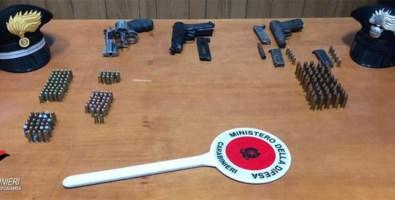 Beccato in casa con armi e munizioni,  arrestato 57enne