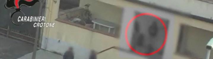 Spacciavano droga davanti alle scuole anche con l'aiuto di minori, 13 arresti a Crotone