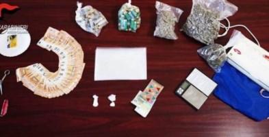 Soldi, munizioni e oltre un chilo di droga in casa: arrestato 29enne a Stilo