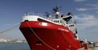 Migranti, Ocean Viking in mare da dieci giorni: «Lasciati in un limbo»