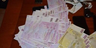 Trovati con un'arma clandestina e 30mila euro in contanti, due arresti a Vibo