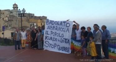 """«Curdi """"capatosta"""" come i calabresi», l'abbraccio della comunità di Badolato"""