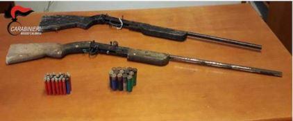 Le armi e le cartucce sequestrate