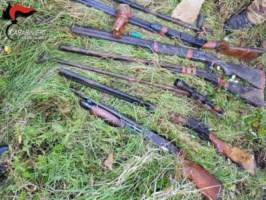 Trovato un arsenale nei boschi di Cardeto, era nascosto in una camera d'aria per mezzi agricoli