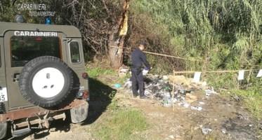 Cosenza, bruciano materiale plastico: denunciati dai carabinieri
