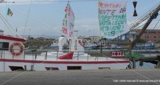 Reti troppo larghe, anche i pescatori di Schiavonea protestano contro l'Ue
