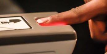 """Stop impronte digitali """"anti-furbetti"""", il garante: «Violano la privacy»"""