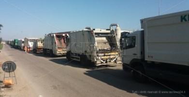 La discarica di Celico chiude le porte in faccia alla Regione: fermi i camion carichi di rifiuti