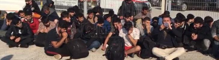 Due sbarchi nella notte, 107 migranti approdano nella Locride