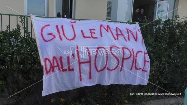 Una protesta andata in scena nei mesi scorsi a sostegno dell'Hospice