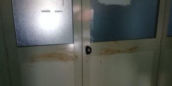 Ospedale di Locri, imbrattate di feci le porte di due reparti