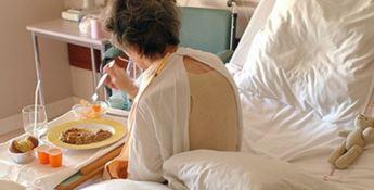 Una paziente consuma un pasto - Repertorio