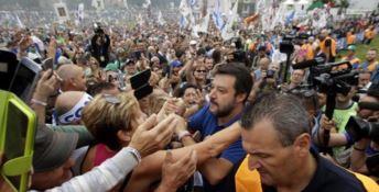 Salvini tra i militanti a Pontida - Foto Ansa