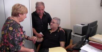 Demenze, Giorgio torna al lavoro per un giorno: applausi e lacrime a Catanzaro