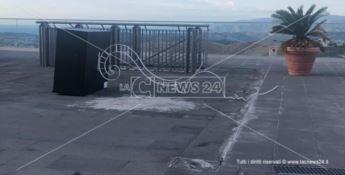 Atti vandalici a Catanzaro, abbattute due installazioni del museo all'aperto