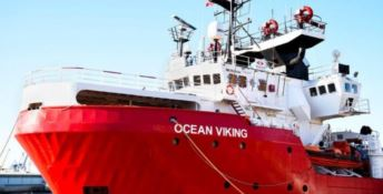 Migranti, Ocean Viking a Lampedusa. Salvini: «Eccoli, porti aperti senza limiti»