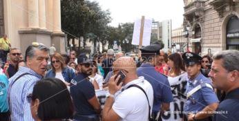 Catanzaro, la rabbia dei precari della sanità: «A 50 anni ci ritroviamo in piazza»
