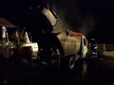 Scilla, in fiamme un mezzo della raccolta rifiuti