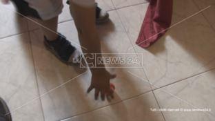 «Pensavo che il mio bimbo fosse morto»: parla la madre del piccolo aggredito
