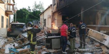 Fortissima esplosione a Polistena, pizzeria distrutta dalle fiamme