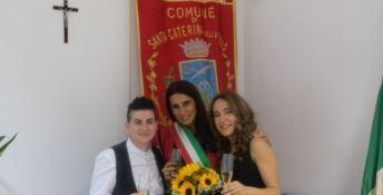 La Calabria celebra un altro Sì tra donne, è festa a Santa Caterina dello Ionio