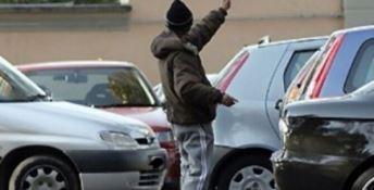 Parcheggiatori abusivi a Crotone, scattano sanzioni e mini-daspo