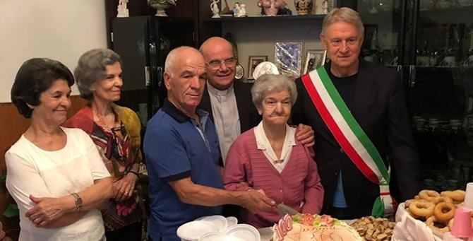 Nonna Carmela festeggiata da tutti