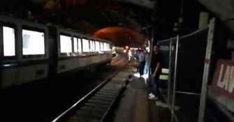 Vagoni evacuati nella metro a Roma