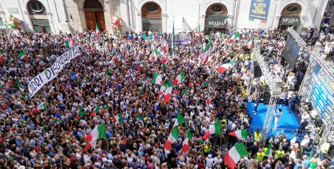 A Montecitorio piazza gremita contro il governo Conte bis