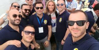 Domenico Furgiuele insieme ai militanti della Lega