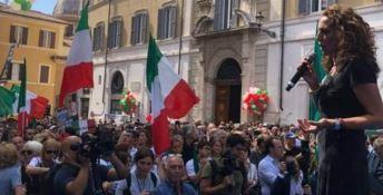 Wanda Ferro sul palco in piazza Montecitorio