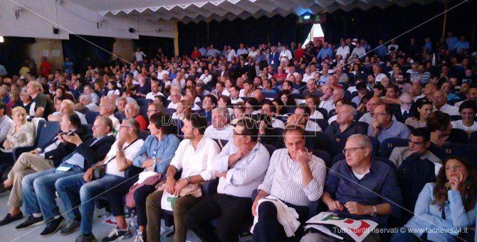 L'assemblea dei circoli Pd pro Oliverio