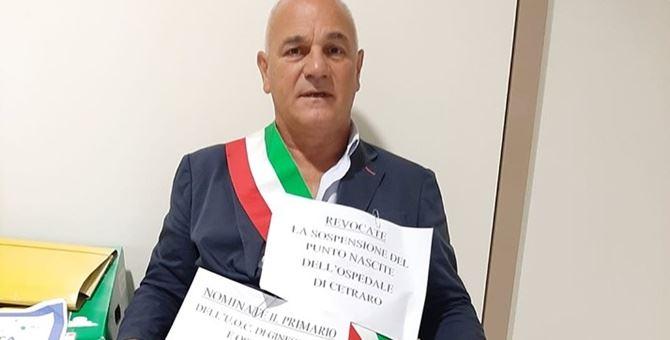 Il sindaco di Cetraro Angelo Aita protesta al dipartimento Tutela della Salute della Regione Calabria